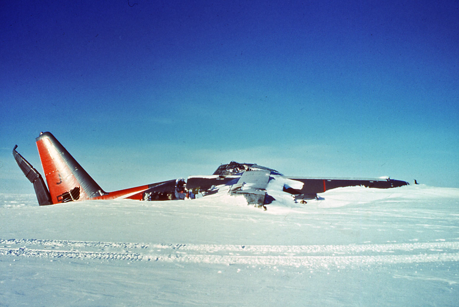 That Crashed Plane At The End Of Skiway Aircraft Beacon 917